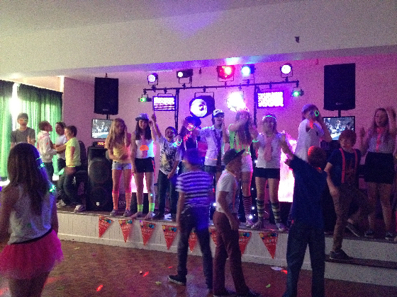 Teenagers Party UV neon Glow